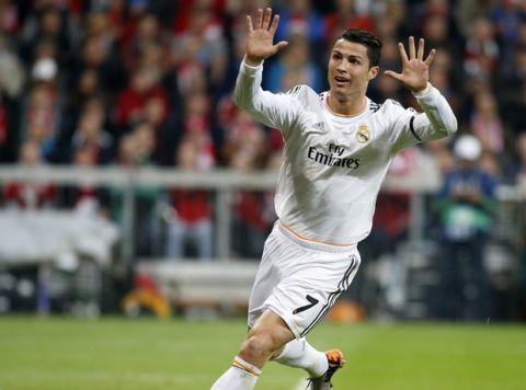 Partido de vuelta de las 1/2 de la Liga de Campeones entre el Bayern Múnich y el Real Madrid en el Allianz Arena. En la imagen, Cristiano Ronaldo celebra su primer gol.   Second leg of 1/2 Champions League match between Bayern Munich and Real Madrid. In this picture, Cristiano Ronaldo celebrates his first goal.
